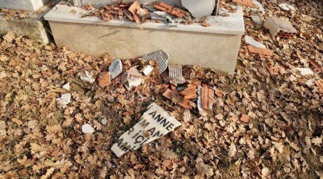 Miras dağıtımında haksızlık iddiasıyla, annesinin mezar taşını parçaladı