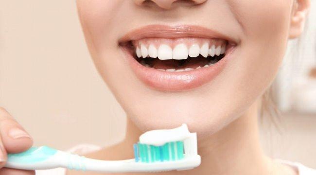 Diş etlerine zarar vermeden diş nasıl fırçalanır? Doğru diş fırçalama teknikleri...